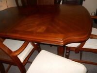solide wood table and 6 chairs