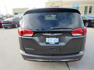 2017 Chrysler Pacifica Touring L London Ontario image 4