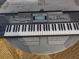 Roalnd E-09 arranger keyboard