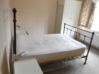 Very spacious double room available HP11
