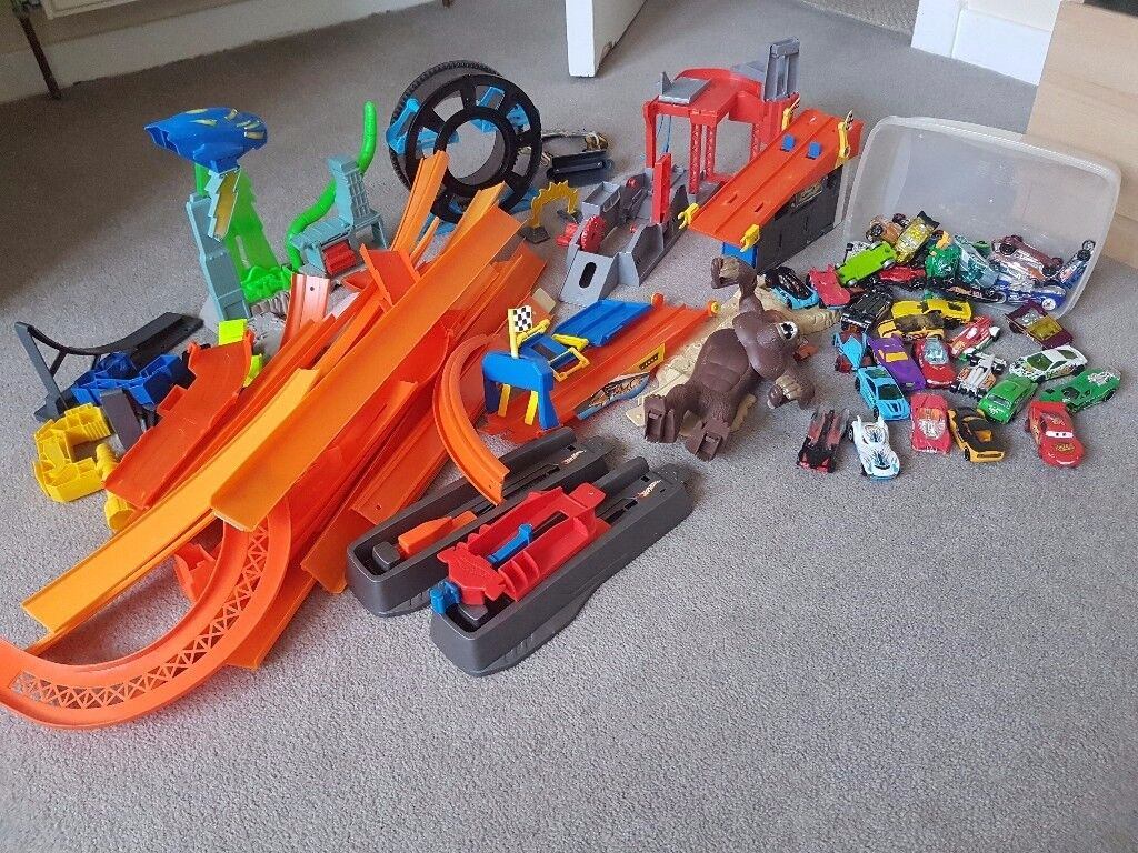 Hot wheels bundle with cars and at least 4 different sets and extra track.