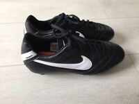 Nike Tiempo football boots size 8.5/43