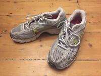 Nike sneakers women men. EU 41, UK 7, US 9.5
