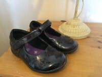 Infant girls clarks shoes size 7.5G