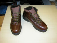 GRIPFAST WALKING BOOTS SIZE 8, GOOD CONDITION