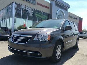 2015 Chrysler Town & Country Touring - Dual Dvd's - Navigation -