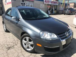 2009 Volkswagen Jetta 2.5L Highline_Leather_Sunroof_Low KMS