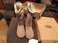 Genuine ladies classic style UGG sheepskin boots, chestnut, size 7, New