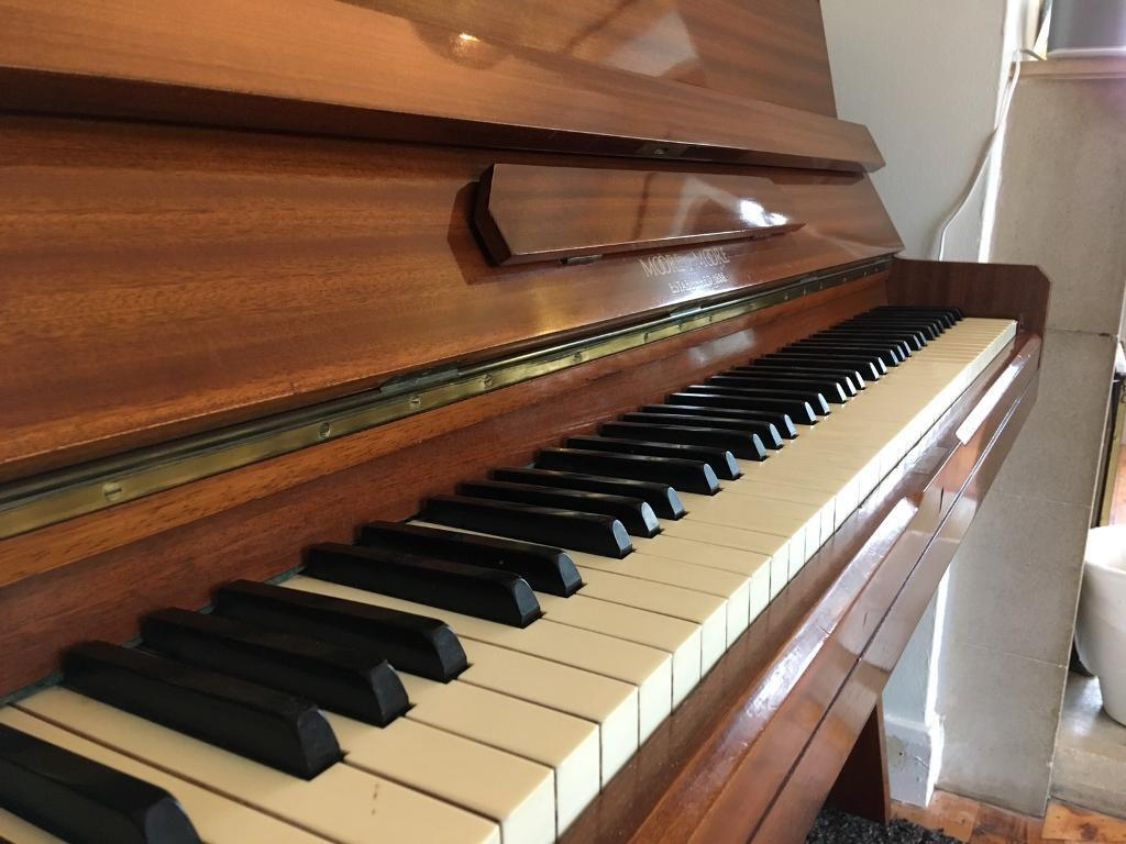 Moore & Moore modern upright piano, quality British instrument *free delivery*