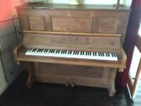 Piano upright woooden