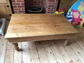 Solid Skandinavian wooden coffee table