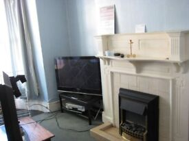 All bills included. Large room available in a nice Professional / Postgrad house in Nether Edge