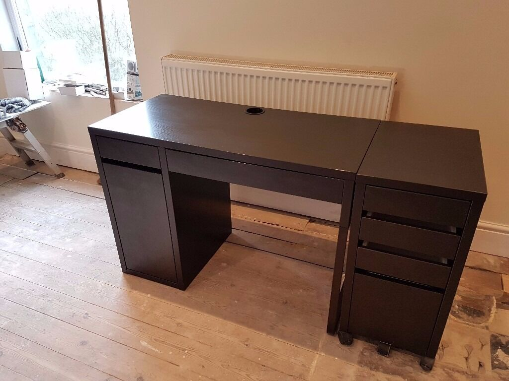excellent condition ikea micke black brown office computer desk with additional drawers. Black Bedroom Furniture Sets. Home Design Ideas