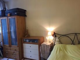 Double bed in a spacious room Kingscross