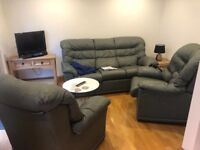 2 rooms available in 3 bedroom house in totterdown