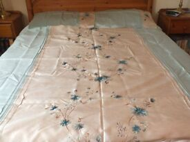 King Size Duvert Cover with matching pillowcases and curtains