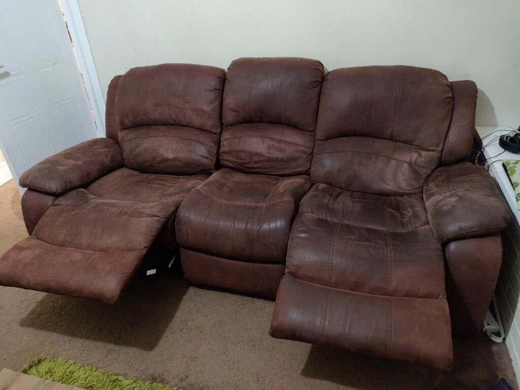 2 Seater Leather Settee 3 Seater Suede Effect Recliner In Halifax