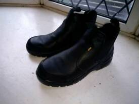 Site size 10 work boots.