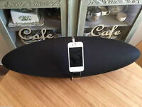 Excellent Condition 2012 Bowers & Wilkins Zeppelin Air iPod Speaker & iPhone 4S (16GB) White