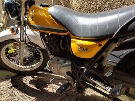 Yellow Suzuki vanvan 125cc perfect first bike