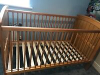 Mamas and papas Haywood cot and drawers