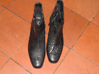 HOTTERS Shoes Size UK7.5 VERDI Ankle boot with 2 inch heel - good condition