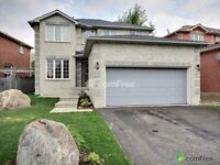 Move in ready beautiful 2 storey all brick family home in Barrie