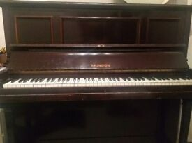Upright piano - Arlington - in good condition!