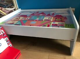Castle play table