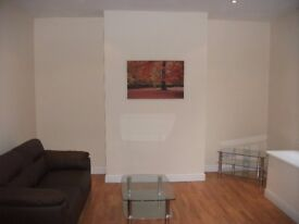 4 Bedroom House on Quarry Street in Woodhouse!! £60 PWPP!! Available: Immediately!!