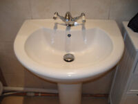 WASH BASIN WITH SINGLE TAP HOLE AND POP UP WASTE