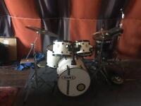 Full drum kit Mapex white