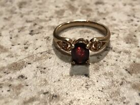 3 STONES GOLD EFFECT RUBY STYLE GOLD CLUSTER SET RING £30 ONO
