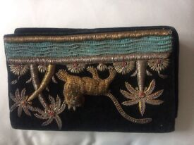 Vintage embroidered velvety clutch bag