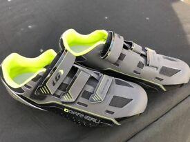 Louis Garneau Road Shoes ( Size 45 )