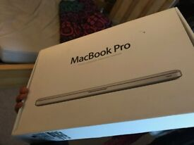 MacBook Pro 15 2010, Core i5 2.4GHz, 4 GB RAM, 500GB HDD, Very Condition good, Box