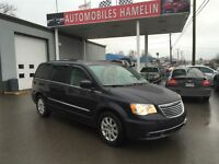 2013 Chrysler Town & Country Touring mags