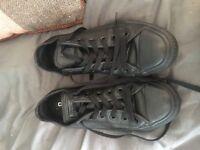 Unisex size 5 black converse