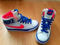 Nike NEW woman's sneakers size 4