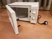 Basic 700W microwave, white