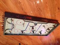 1950s EAGLE TABLE TOP HOCKEY GAME  !! LEAFS CANADIENS !!