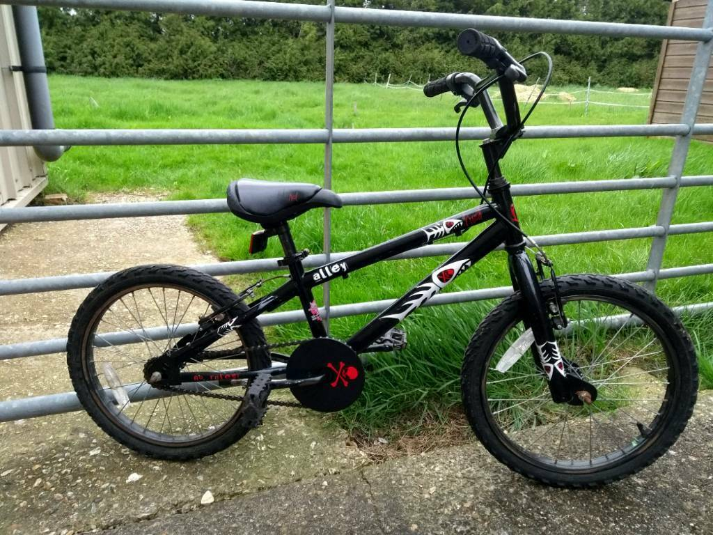 Black Child's Bike - Alley Cat Aged 6-9