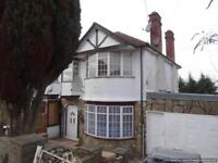 5 bedroom house in Fairfields Crescent, London, NW9