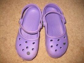 GENUINE summer CROCS size 10 - boy or girl (in purple) Over £17 new!! BARGAIN! NOW REDUCED to £2.50