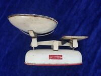 VINTAGE, RETRO HARPER WEIGHING SCALES WITH WEIGHTS IN AN ORIGINAL TIN