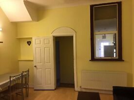 Newly Refurbished 2-bed Room Ground Floor Flat with Garden Availble on Green lane close to station