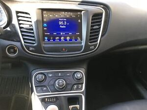 2015 Chrysler 200 TOP OF THE LINE/CLEAROUT/PRICED FOR A QUICKSAL Kitchener / Waterloo Kitchener Area image 19