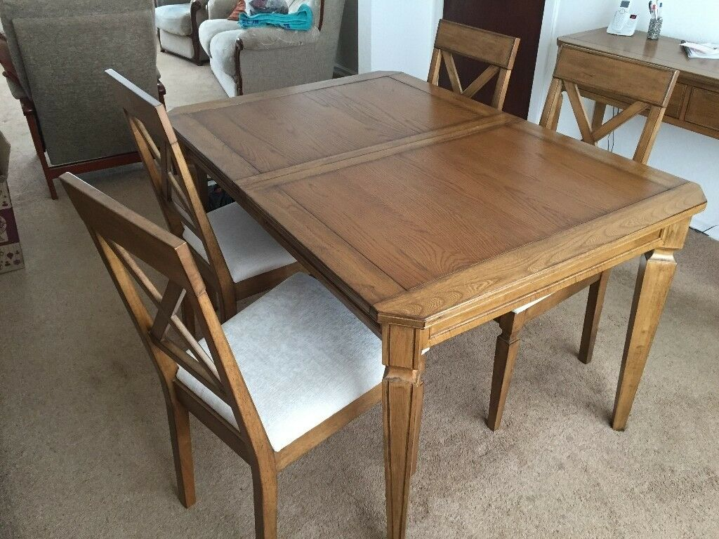 Quality dining room furniture set comprising extending table, 4 chairs, sideboard and console