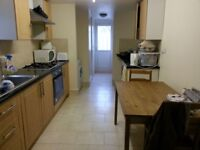 *AVAILABLE NOW NO FEES* DOUBLE ROOM TO LET RENT WALTHAMSTOW CENTRAL, VICTORIA LINE AND OVERGROUND.