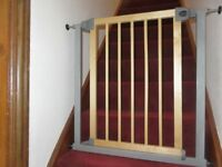 Lindam Delux Childs Safety Stairgate